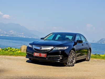 Acura показала серийный вариант нового седана ilx
