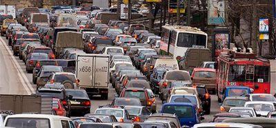 Названы самые популярные занятия автомобилистов в пробке - «автоновости»