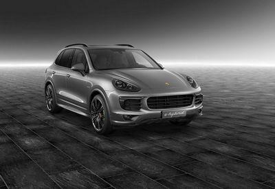 Porsche exclusive показал персонализированный cayenne s e-hybrid