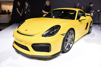 Porsche представил в женеве cayman gt4