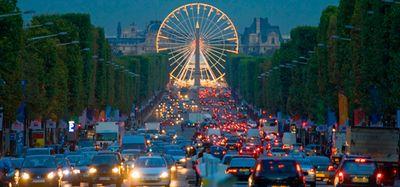 Власти парижа запретят въезд старых машин в центр города - «автоновости»