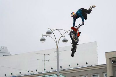 Взлететь над площадью